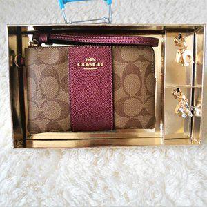 Coach Boxed Corner Zip Wristlet Set